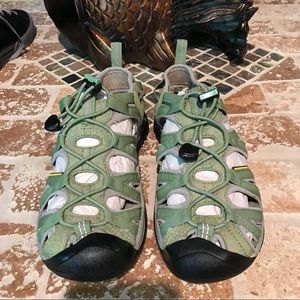 Keen pre-owned size 7